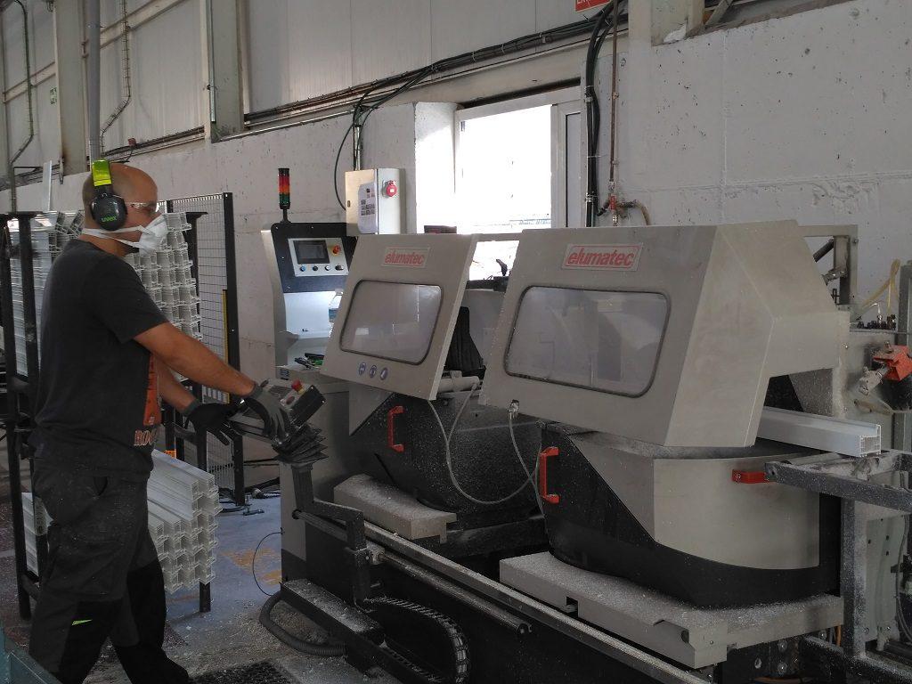 fabricación de puertas y ventanas de aluminio y PVC para naves