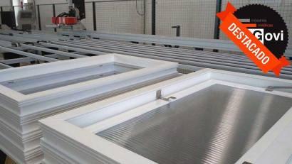 Innovación y calidad en puertas y ventanas de aluminio y PVC para naves